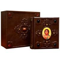 «365 молитв» в кожаном переплете, оформлена объемными узорами ручного тиснения в подарочной коробке