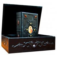 «Молитвослов» в кожаном переплете, оформлена объемными узорами ручного тиснения в подарочной коробке