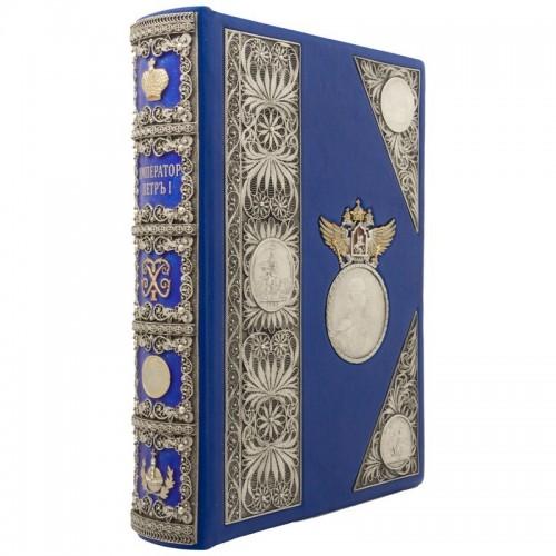 """Подарочная книга """"""""Император Пётр I"""" в цельнокожаном переплете ручной работы с ювелирными накладками """""""