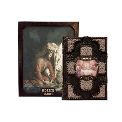 Книга «Новый Завет» в кожаном переплете с инкрустациями в подарочном футляре