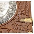 «Охота» в кожаном переплете с тиснением, и в подарочной шкатулке