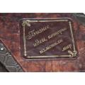 Подарочная книга «Бизнес-идеи, которые изменили мир» в кожаном переплете с многоуровневым тиснением6
