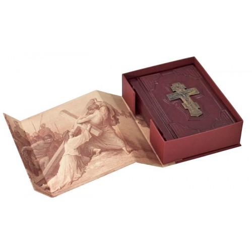 """Подарочная книга """"Молитвослов малый (с бронзовым крестом) в футляре"""""""