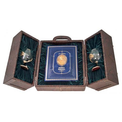 Набор «Рыбалка», с бокалами для коньяка и книгой с расписным обрезом и бронзовым барельефом