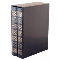Издание «Отверженные» в 2 томах, с тиснением белой и золотой фольгой в футляре
